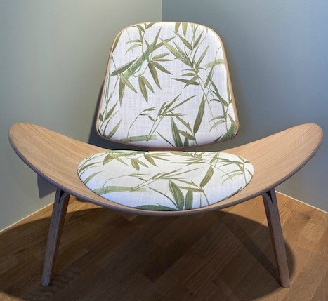CH07 Shell Chair / Oak white oil / Fabric Belize 3648/02