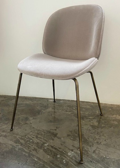 Beetle Dining Chair - Fully upholstered / Antique brass / Kvadrat Harald 3 233
