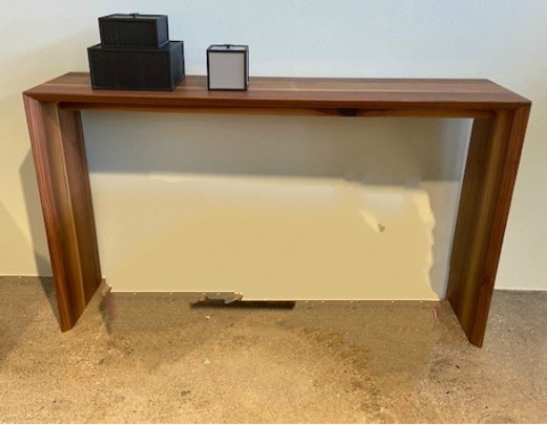 Kant Console Table / Walnut oil